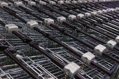 Много пустых магазинных тележкеа в ряд Стоковая Фотография RF