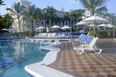 Много пустых стульев салона бассейна Стоковое Изображение
