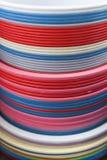 Пластичные тазики в много цветов стоковое изображение rf