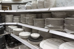 Много плиты белизны в магазине Стоковые Фото