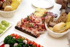 Много различные закуски на ресторанном обслуживание события стоковое изображение rf