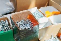 Много различных инструментов крепления используемых в конструкции и в изготовлении ремонта Стоковая Фотография