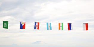 Много различных флагов против неба Стоковые Фотографии RF