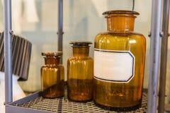 много размер бутылки химического коричневого цвета бутылки стеклянной Стоковое Изображение RF