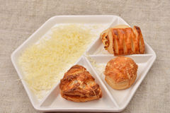 Много различный вид свежего печенья слойки с сыром на белизне Стоковая Фотография RF