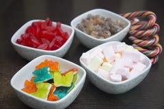 Много различных помадок в белых шарах Стоковые Фото