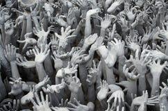 Много рук белизны от ада, буддийской архитектуры на Wat Rong k Стоковое Изображение