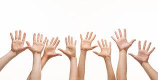 Много рук достигая вне в воздухе Стоковое Фото