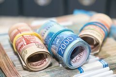 Много русские деньги Пять тысяч и две тысячи рублей примечаний стоковая фотография