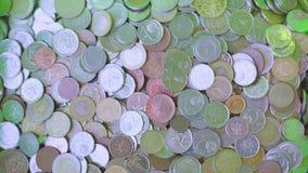 Много свободные монетки сток-видео