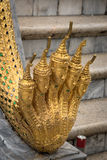 Много смотрят на статую Naga на королевском грандиозном дворце, Бангкоке Стоковая Фотография RF