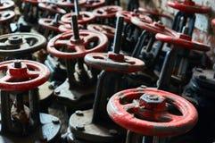 Много старая чернота с красными клапанами запачканная предпосылка Стоковые Изображения