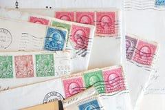 Много старых писем, конверты, почтовые штемпеля Стоковая Фотография RF