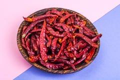 Много стручков высушенного красного перца chili на пастельной предпосылке Стоковое Фото