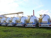 Много тележка танка груза в месте для стоянки в Красногорске, России Стоковые Фотографии RF