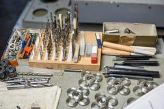 Много типов буровых наконечников и шайб стали Стоковая Фотография