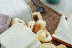 Много хлебов на скатертях Стоковая Фотография