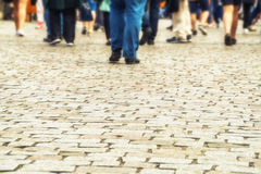 Много человеческих ног на дороге Стоковые Фотографии RF