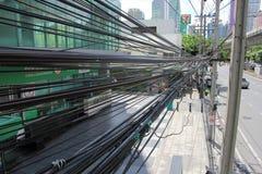 Много электрических кабелей, Бангкок -26 сентябрь 2015 Стоковые Фото