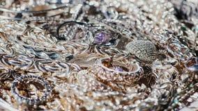 Много ювелирные изделия белого золота Медленно вращает видеоматериал