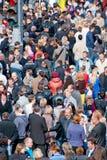Много людей на улице с flags3 Стоковые Фотографии RF
