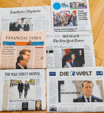 Множественная международная газета прессы с Emmanuel Macron электрическим Стоковое Фото