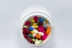 Множественное красочное лекарство в бутылке Стоковое Изображение RF