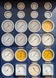 Множественность круглых шкал и датчиков для того чтобы измерить точное управление Стоковые Изображения