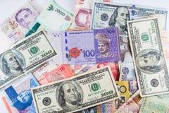 Множественные банкноты валют как красочная предпосылка Стоковое Изображение RF