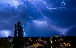 Множественные забастовки без предупреждения в драматической манипуляции шторма неба Стоковые Изображения RF