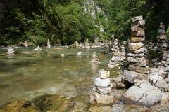 Множество пирамиды из камней в каньоне Vintgar Стоковое Изображение RF