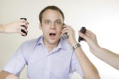 мобильные телефоны бизнесмена 3 детеныша Стоковое Изображение RF
