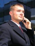 мобильный телефон бизнесмена используя Стоковая Фотография RF