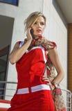 мобильный телефон девушки унылый Стоковая Фотография RF
