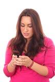 мобильный телефон используя детенышей женщины Стоковые Изображения RF