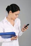 мобильный телефон коммерсантки Стоковая Фотография