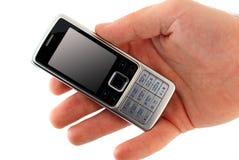 мобильный телефон мужчины удерживания руки стоковое фото rf