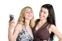 мобильный телефон фотографируя подростковые 2 девушок Стоковые Фото