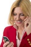 мобильный телефон 2 смотря женщину Стоковые Изображения
