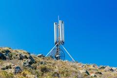 Мобильная телефонная связь антенны на верхней горе Стоковое Изображение RF