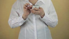 мобильный телефон дела используя женщину акции видеоматериалы