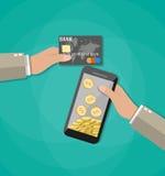 Мобильный телефон с золотыми монетками внутренними и карточкой банка Стоковое Изображение RF