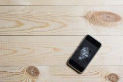 Мобильный телефон с сломленным экраном Стоковое Изображение