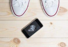 Мобильный телефон с сломленным экраном Стоковая Фотография RF