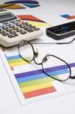 Мобильный телефон, Eyeglasses и калькулятор Стоковое Изображение RF
