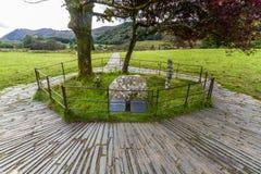 Могила Gelert's в Beddgelert, Snowdonia стоковое фото