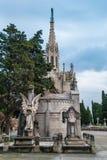 Могилы и крипта на кладбище Montjuic, Барселоне, Испании стоковые фотографии rf