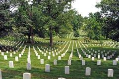 Могилы на кладбище Arlilngton. Стоковая Фотография