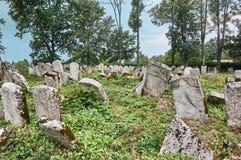 Могильные камни в еврейском кладбище Стоковые Изображения