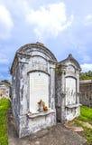Могильные камни на кладбище Лафайета никаком 1 в Новом Орлеане Стоковые Изображения